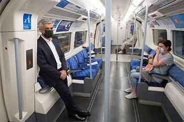 شهردار لندن با مترو به محل کار رفت